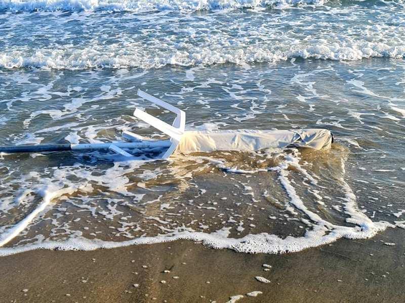 Буря вкара в морето шезлонги и водни колела на Крайморие