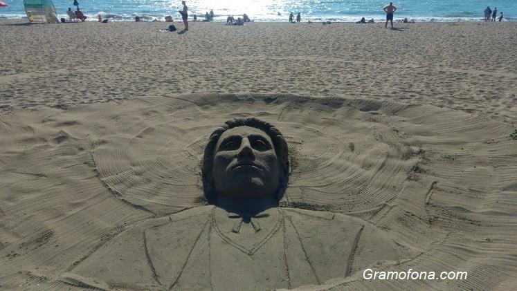 Изваяха образа на Левски от пясък на бургаския плаж