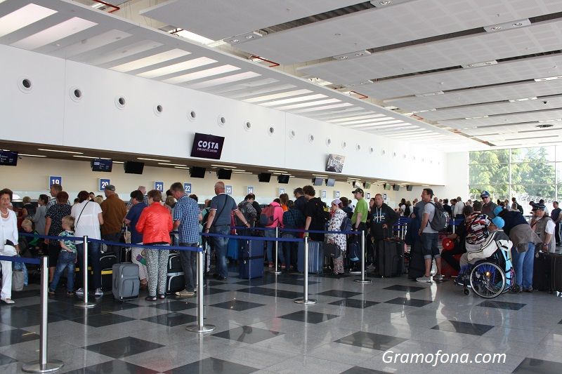 Спадът на пътуванията в чужбина през май е с близо 84%