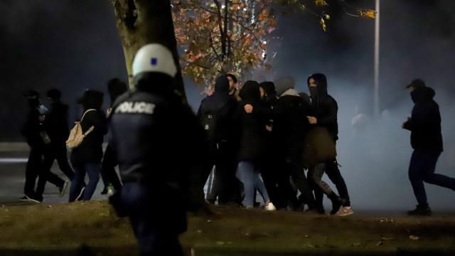 Разпръснаха със сълзотворен газ протестиращи в Солун срещу сделката с Македония