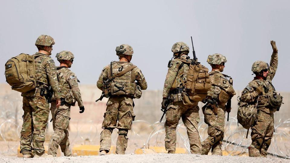 Камикадзе уби най-малко 14 афганистански войници