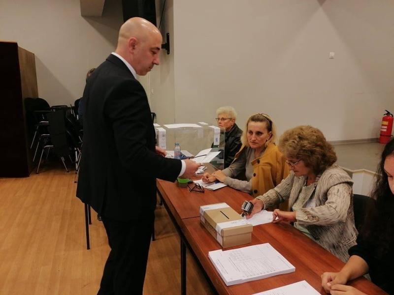 Тихомир Янакиев гласува за промяната в Созопол