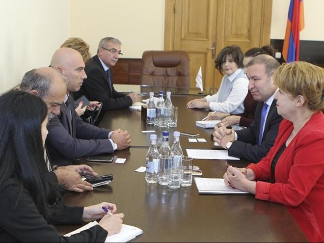 Николай Тишев в Ереван: Необходимо е увеличаване на стокооборота и подобряване на търговските връзки с Армения
