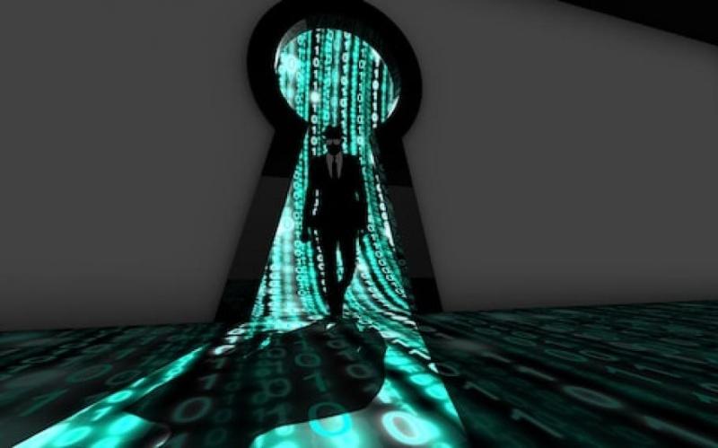 Етични хакери учат на киберсигурност учениците в бургаската IT гимназия