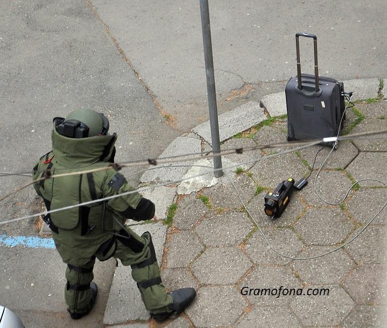 Сапьори взривиха куфар в центъра на Бургас