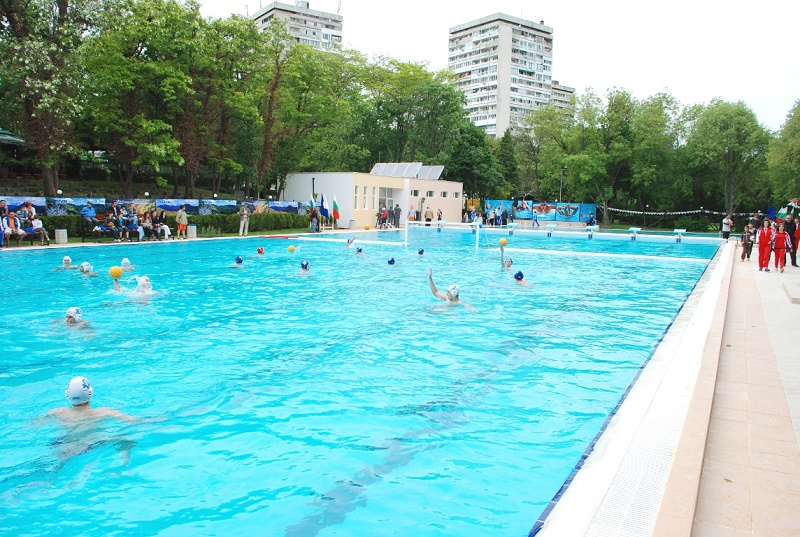 Плувният басейн на Флората отваря от понеделник