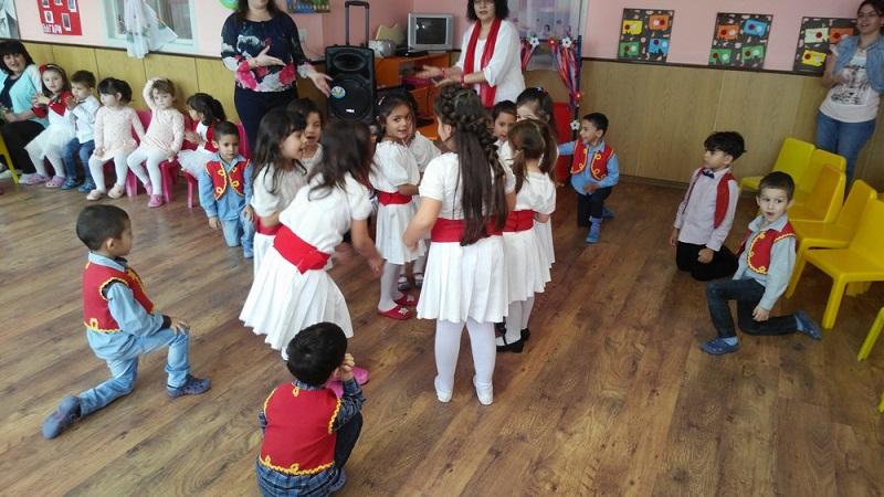 Детски концерт, изложба и нов пенсионерски клуб в Камено за 1-ви март