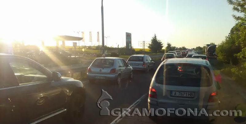 Огромни задръствания блокираха изхода на Бургас към Созопол