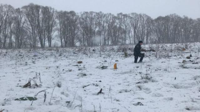 Пътнически самолет падна край Москва, няма оцелели