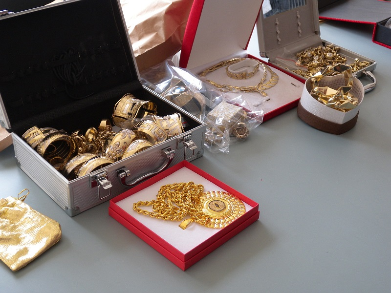 Откриха 400 000 евро и 3 кг. злато в дома на алоизмамник
