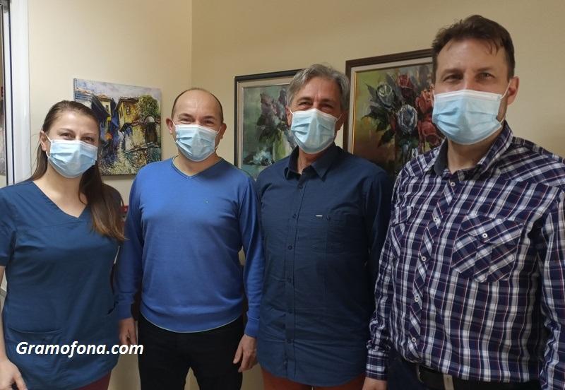 За първи път в Бургас: Онколози и пластичен хирург премахнаха тумор на жена и едновременно с това възстановиха гърдата й