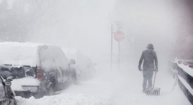 Сняг блокира Хърватия и взе жертва в Сърбия