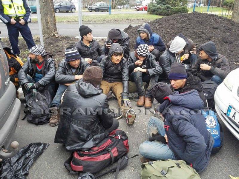 Първо в Gramofona.com: Задържаха група мигранти на кръговото на Трапезица