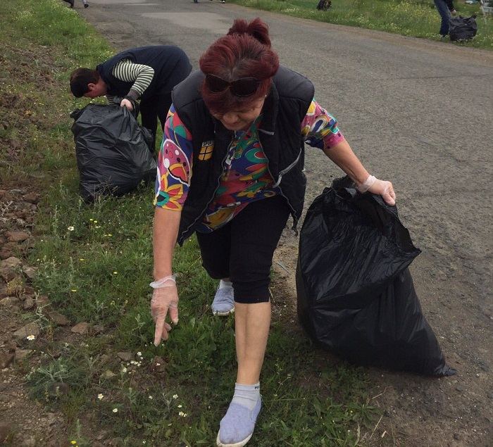 Жителите на Меден рудник и Сарафово почистиха кварталите си