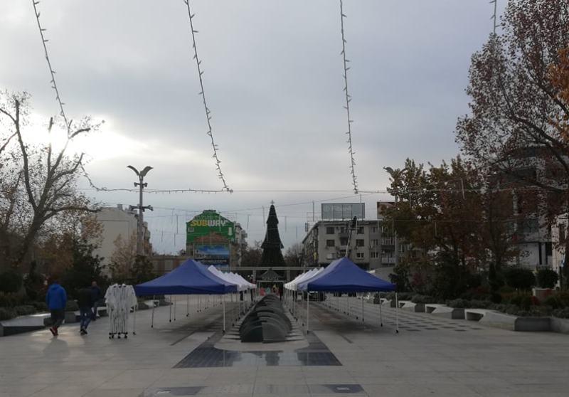 Украсата тази година в Бургас: Тунели от гирлянди и падащи капки