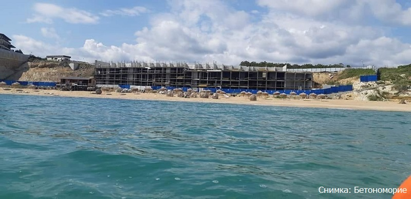 Помните  ли свлачището на Шофьорския плаж? Брегоукрепването вече е на четири етажа