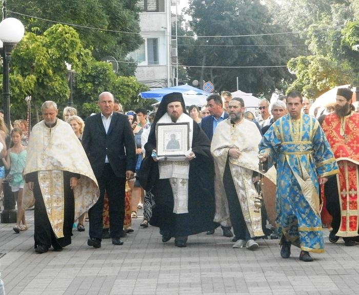 Поморие посрещна иконата Света Богородица Седмострелна