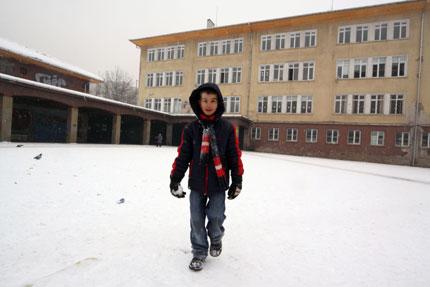 Училищата в областта с намалени часове, за да се приберат децата по светло