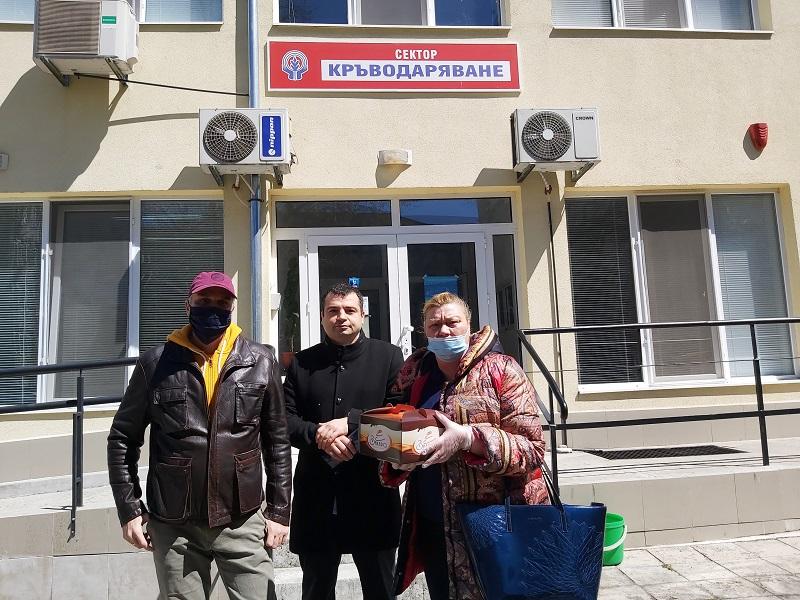 """Общински съветници от """"Средна европейска класа"""" се включиха в акция по кръводаряване в Бургас"""