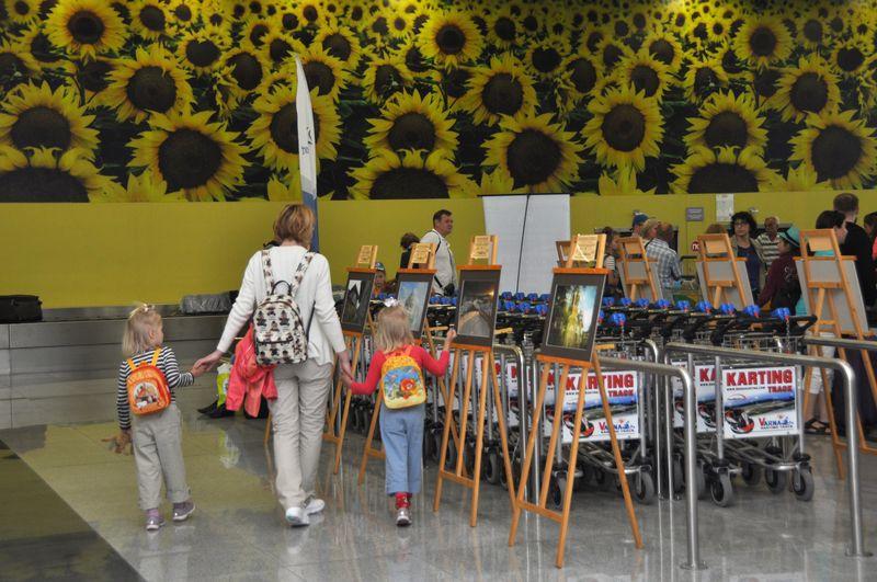 Фотоизложба посреща пътниците на летище Бургас