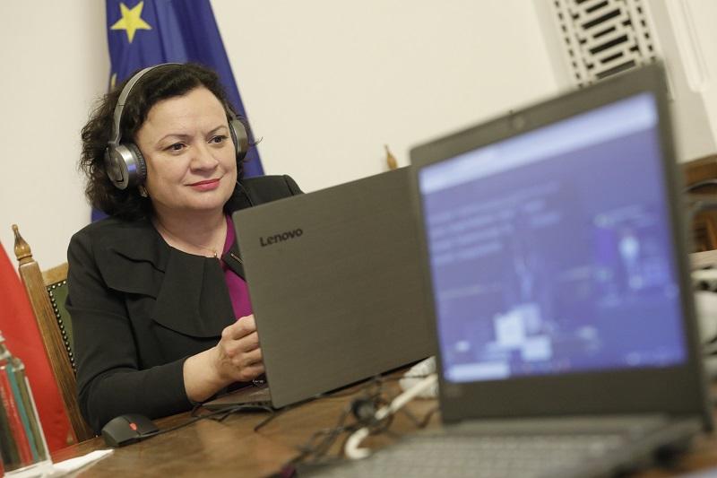 Ивелина Василева с изказване във форум с лидерите на Европа