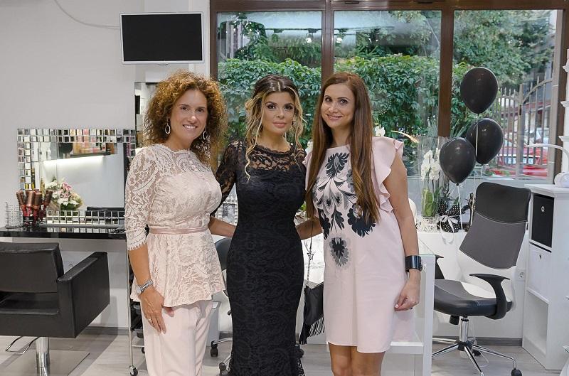 Певицата Вероника отвори фризьорски салон в Бургас