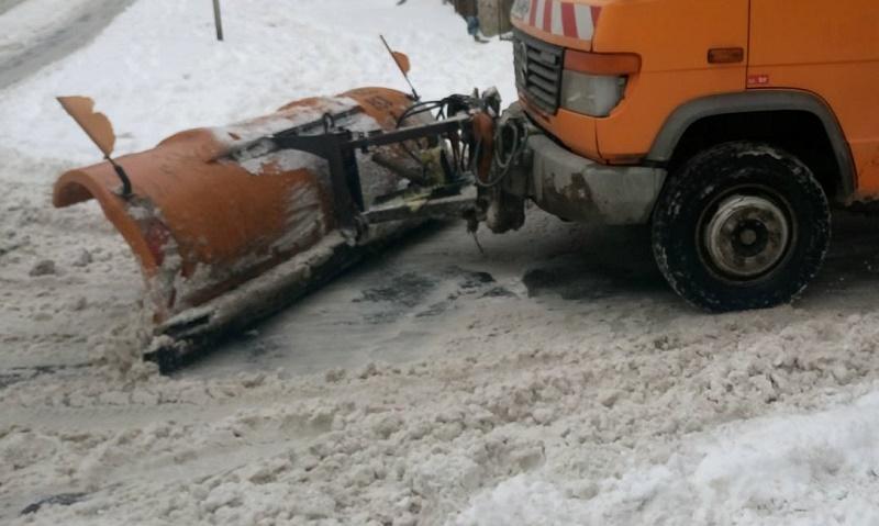 Изнасят с камиони снега от магистралата