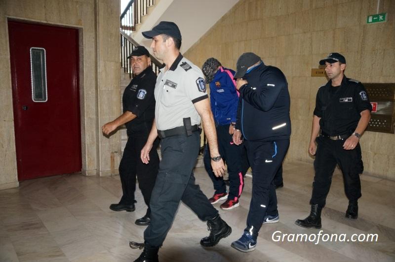 Пуснаха у дома братята, задържани за наркоплантацията в Зидарово