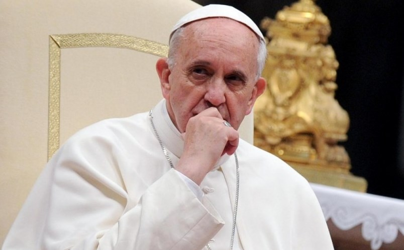 Пожарникари спасяваха Папа Франциск, заседнал в асансьор