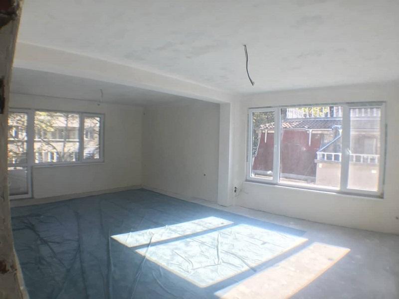 Хубав апартамент продават в центъра на Бургас