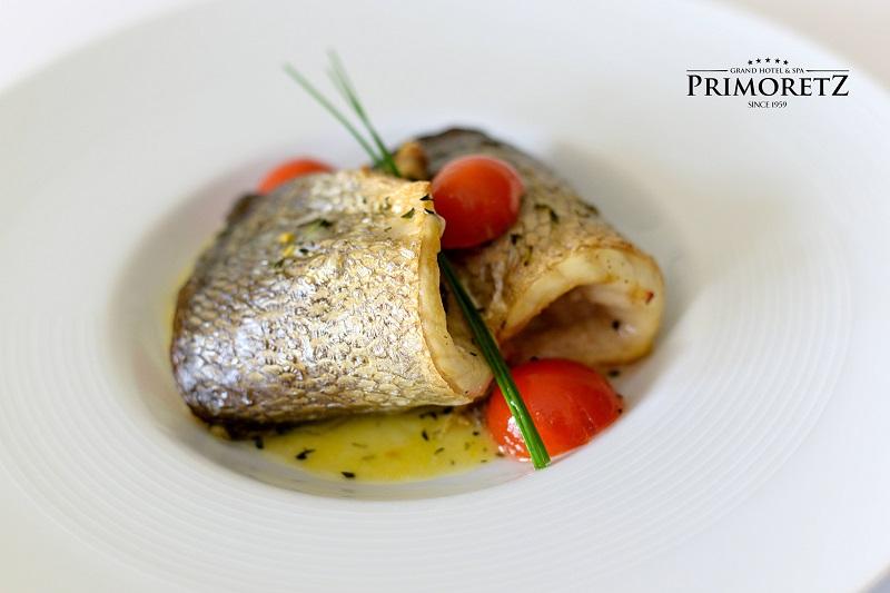 Търсите изискана обстановка и класна кухня на крачка от морето?