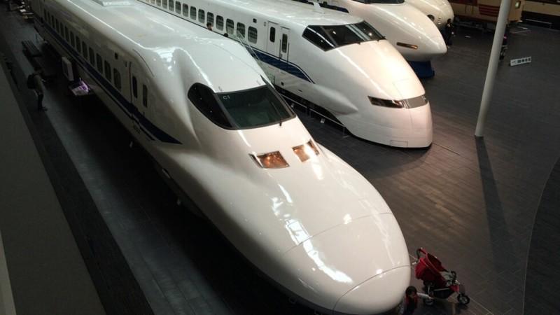 В Япония пускат влак, който ще се движи с 360 км/ч