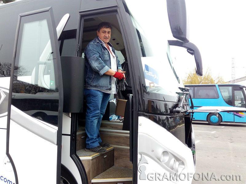 Вижте кой е шофьорът, докарал от Испания автобуса, който днес погреба 10 души