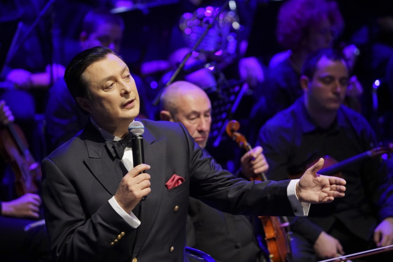 Васил Петров пее Стинг, Бийтълс и Синатра в Бургас