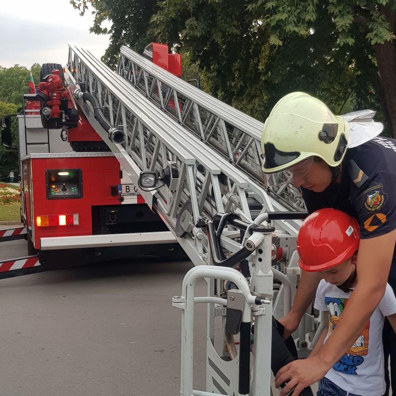 Деца от Варна станаха огнеборци