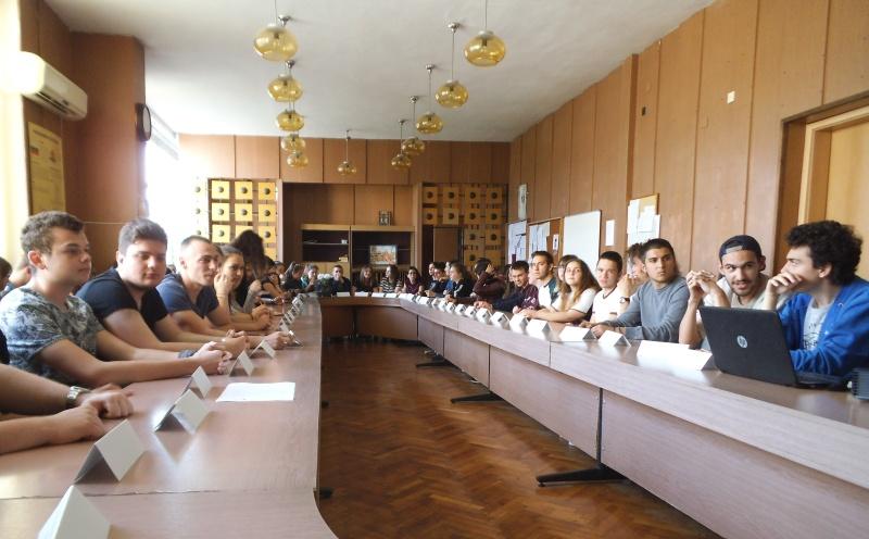 Бургаски ученици търсят ролята на толерантността като обединител срещу омразата