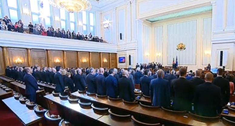 Новите 240 се заклеха, в началото на май ще имаме и правителство