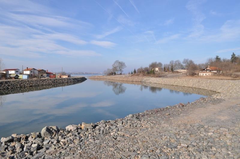 Чистят речни корита и отводнителни канали в община Бургас