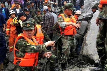 Свлачище затрупа 141 души в Китай