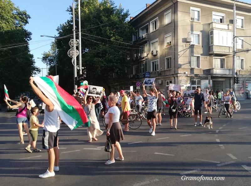 Протестиращите в Бургас: Ремонт на правителството не е достатъчен