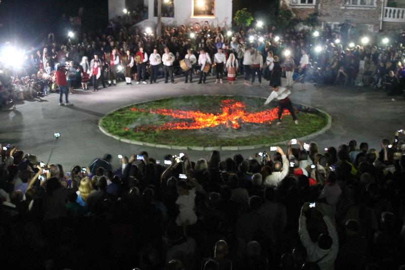Нестинарският празник събра стотици в село Българи