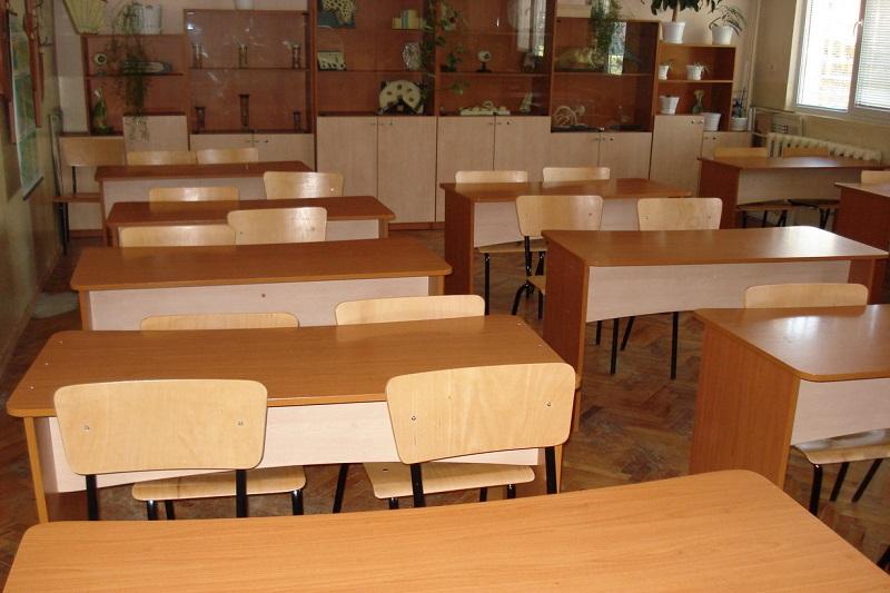 Бургаските ученици по класните стаи в понеделник, засега