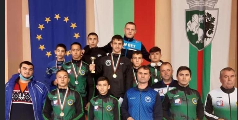 Бургаски борци отново се окичиха с куп медали