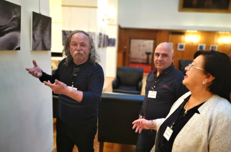 Бургаски фоторепортер реди изложба в Народното събрание