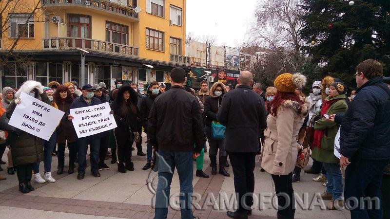 Дежавю: Зелените телефони в Бургас прегряха заради лоша миризма