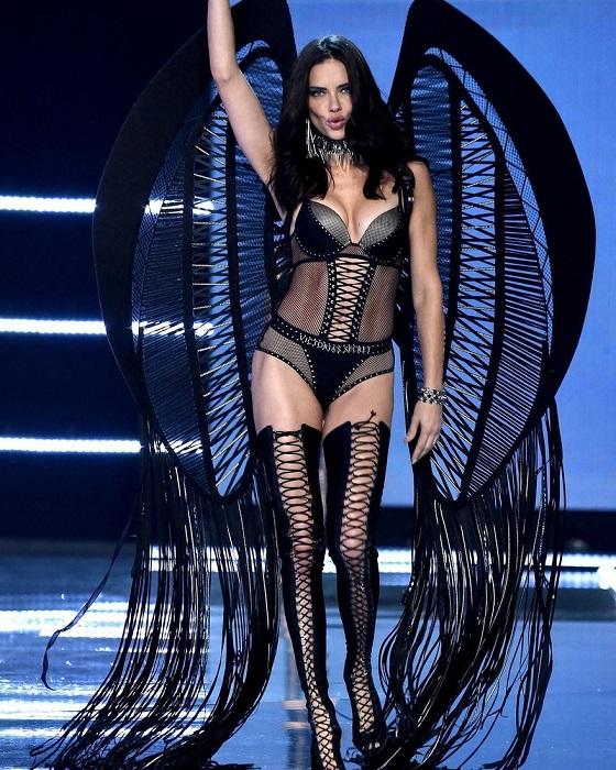 Най-яркият ангел на Victoria's Secret слиза от подиума