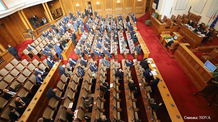 Депутатите приеха промените в Закона за здравето, в четвъртък се връщат на работа