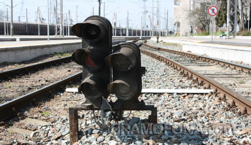 Безплатни билети за пътниците, които бяха блокирани в бързия влак от Бургас за София