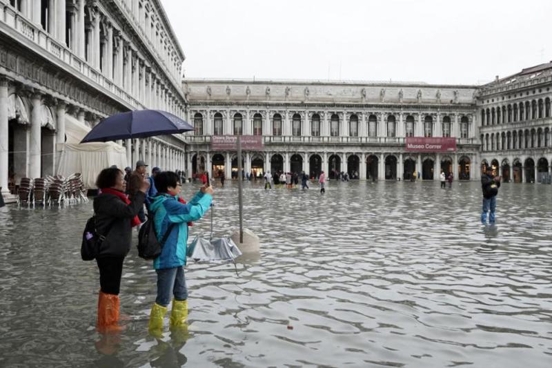 Двоен спад в резервациите за хотели във Венеция след наводненията