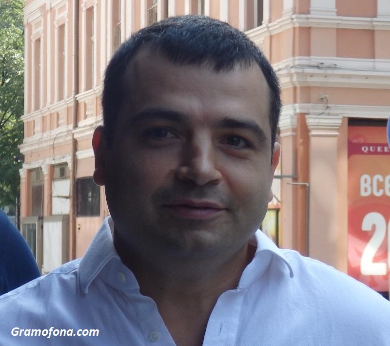 До дни Бачийски казва,  впуска ли се в надпреварата за кмет на Бургас
